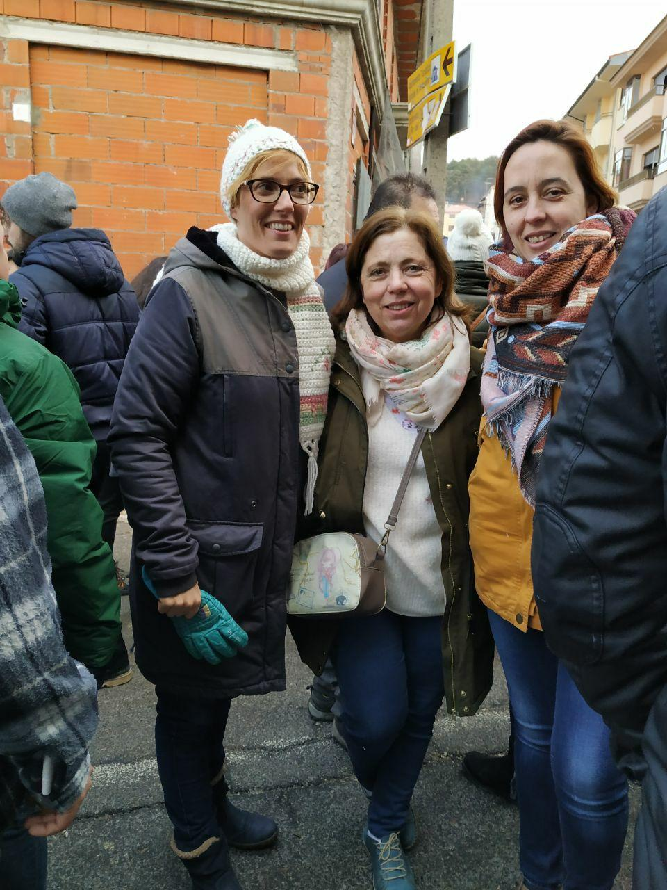 La diputada de Unidas por Extremadura, Lorena Rodríguez. la concejala de Unidas por Piornal, María Jesús Candeleda, y nuestra coportavoz Chusa Barrantes